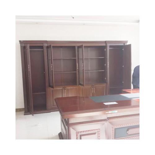 出售:办公桌  书架 展示柜 前台接待桌 玻璃髙隔 椅子等