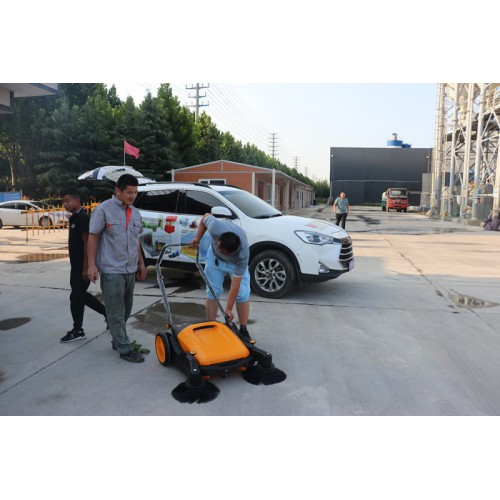 奥德混凝土订购万强手推式扫地机为工地增加一抹绿