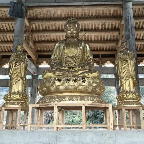 寺院三宝殿黄铜佛像雕塑
