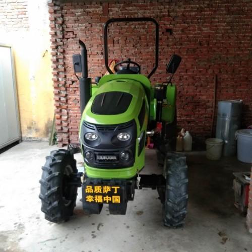 萨丁704中型四轮拖拉机 多功能四驱耕地犁地机 现货
